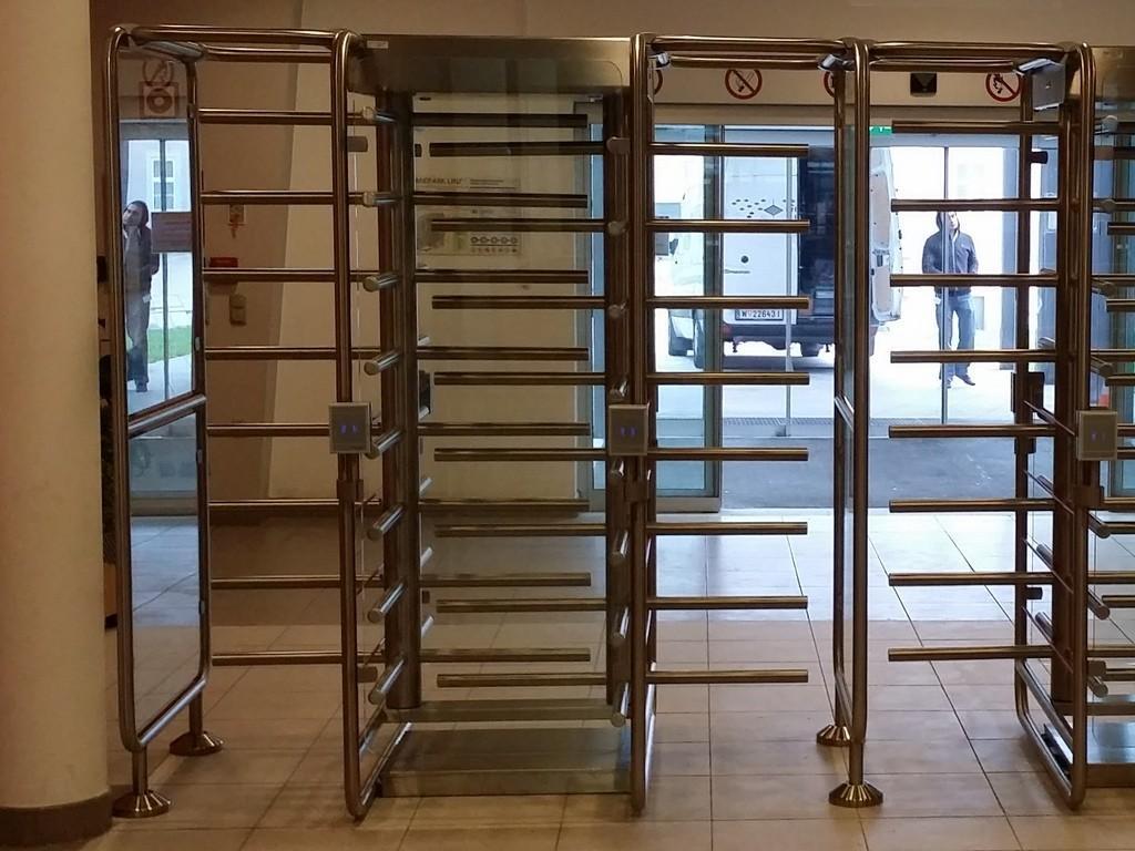 vertikalna vrtljiva vrata, vrtljivi križi, vrata muzej, vrata bazen, kopališče, kontrola pristopa, vstopnični sistem